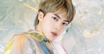 Apakah Wajah Jin BTS Oplas? Lihat Perbandingan Wajahnya di sini