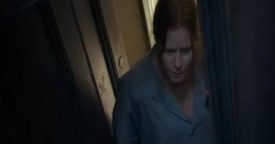 SINOPSIS FILM THE WOMAN IN THE WINDOW (2021): Kisah Wanita Pengidap Agoraphobia