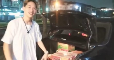 Rumah YouTuber Prank 'Dus Sampah' Digeruduk Warga dan Polisi