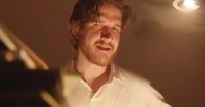 Sinopsis Film Bo Burnham: Inside (2021) - Komedian Amerika Bikin Film Super Aneh tapi Seru