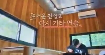 Beredar Video Jungkook Main Gitar di BTS In The SOOP, ARMY Heboh