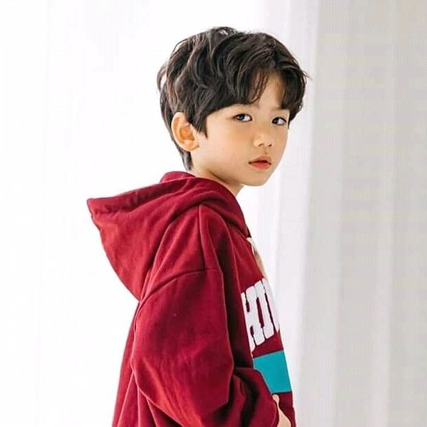 Foto-foto Anak yang Diajak V BTS Nyanyi Lagu 'Inner Child'