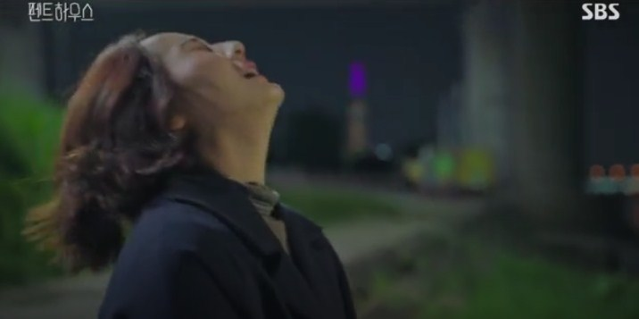 Yoon-hee yang mabuk datang ke Pesta